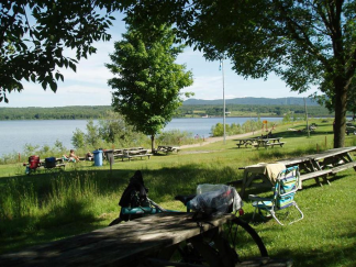 Gaétane au bord du fleuve - Montmagny.png